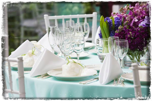 Wedding-Reception-Table-Decoration-With-Colorful-Flowers